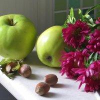С фундуком и яблоками :: Татьяна Смоляниченко