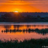 Багряный вечер на пруду :: Сергей