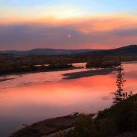осень, вечернее зарево от пожаров в лесах Иркутской области. :: Александр
