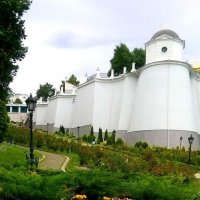 Крепостная стена Киево-Печерской лавры :: Наталия Каминская