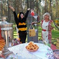Чай Ведрами...и Пчелы к Самовару....))) :: MoskalenkoYP .