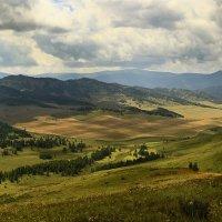 И луч дневной, горит в горах на рёбрах туч 8 :: Сергей Жуков