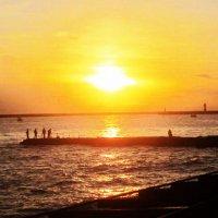 Сочи. Море. Закат. Рыбаки :: татьяна