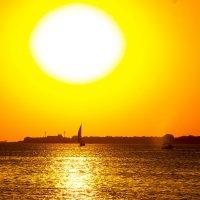 Солнце на закате :: Геннадий Головкин