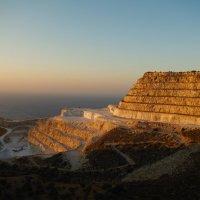 карьер на фоне моря Закат :: Сергей Па