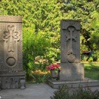 Адлер. Хачкары у армянского храма :: Нина Бутко