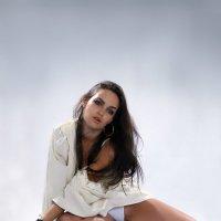 Портрет девушки в белом :: Иван Миронов