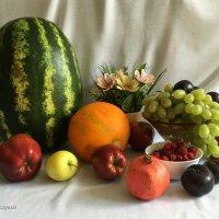 Осенние дары, как самоцветы. :: Anna Gornostayeva