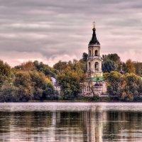 Успенская церковь на берегу Белого озера :: Наталья Лакомова