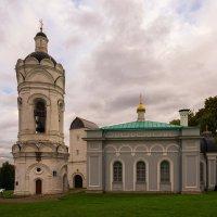 Круглая башня и храм Георгия Победоносца в Коломенском. :: Александр Тулупов