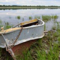 Уставшая лодка :: Александр