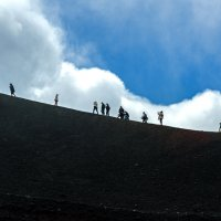 Вперед и вверх... на вулкан :: Виктор Льготин