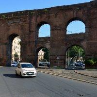 Porta Majore  - граница старого Рима :: Николаева Наталья