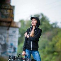 Девушка с магнитофоном. Граффити. Фотограф в Белгороде Руслан Кокорев. :: Руслан Кокорев