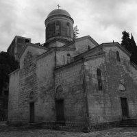 Храм Святого Апостола Симона Кананита в городе Новый Афон :: Юлия Васильева