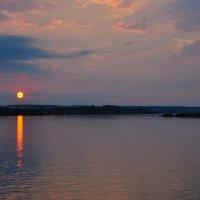 Летний закат на реке :: Сергей Тагиров