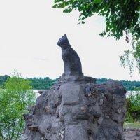 Памятник кошке на берегу Волги в Плесе :: Сергей Тагиров
