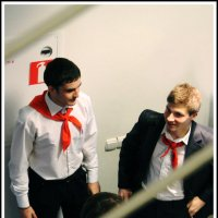 Как повяжешь галстук, Береги его: :: юрий