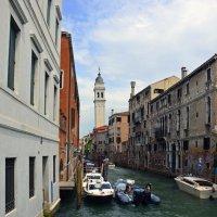 Похоже в Венеции тоже есть Пизанская башня :: Николаева Наталья