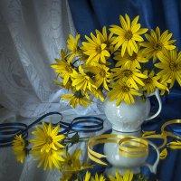 Натюрморт с жёлтыми цветами. :: Людмила Костюченко