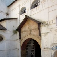 Ворота Спасо-Преображенского монастыря (Ярославль) :: Павел Зюзин