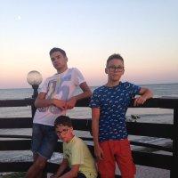 Ребята на отдыхе :: Виктор Горшков