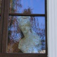 Дама в окне :: Мария