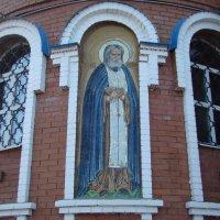 На монастырской стене-преподобный Серафим Соровский :: марина ковшова