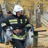 Пожарный в забеге :: Юлия Уткина