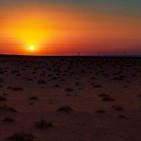 Пустыня. Последние минуты перед закатом. :: Павел Голубев