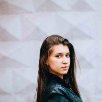 Девушка в кожанке :: Диана Кириченко