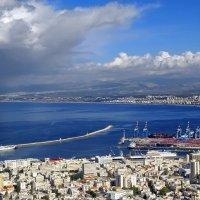 Израиль. Гроза идет на Хайфу. Вид с горы Кармель :: Андрей Левин