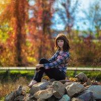 Девушка на камнях :: Сергей