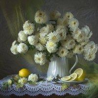 Хризантемы с лимонами. :: Людмила Костюченко