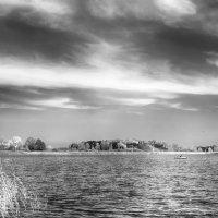 Осенний день на озере. :: Игорь Ринкевич