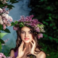 Красивая девушка и сирень :: Ольга Невская
