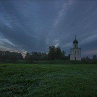 У храма Покрова на Нерли ранним утром в сентябре. :: Igor Andreev