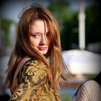 стильная девушка,подружилась с солнышком :: Олег Лукьянов