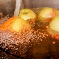 Душ для яблочек! :: Ирина Антоновна