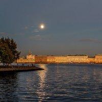 на закате под луной :: Valerii Ivanov