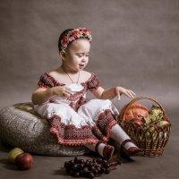 Девочка и фрукты :: Андрей Куприянов