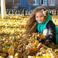осень во дворе :: Oksana Verkhoglyad