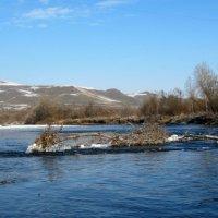 Простор реки… И снежные поля   Переливаются на солнце  и блестят … :: Любовь Иванова