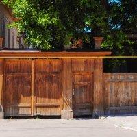Старинные деревянные ворота. Елабуга. :: Сергей Тагиров