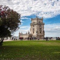 Башня Торри-ди-Белен на острове в реке Тежу в Лиссабоне :: Ирина Лепнёва