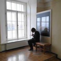 девушка у окна :: Михаил Жуковский