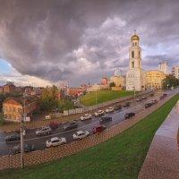 Тучи над городом встали, воздух насыщен ароматом опавшей листвы. :: Антон Сологубов