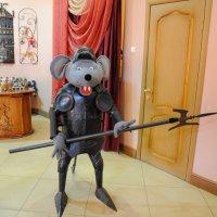 Город Мышкин. Музей мыши. Мышиный страж. :: Сергей Тагиров