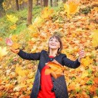 Жонглируя листьями... :: Настасья Целуйко