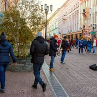 Жизнь в центре города :: Наталья Мячикова